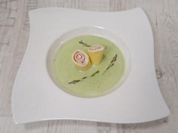 Grünes Spargelsüppchen mit kühlem Schinken-Frischkäse-Crêpe - Rezept - Bild Nr. 96