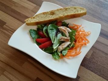 Salat mit Hähnchenbrust auf Soja-Sesam Dressing und Ciabatta - Rezept - Bild Nr. 96