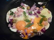 Spiegeleier Frühstück mit Lauchzwiebeln und Oliven - Rezept - Bild Nr. 98