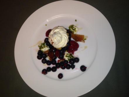 Sahnebaiser mit Nusskaramell und frischen Beeren - Rezept - Bild Nr. 127