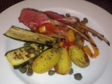 Lammkarree an gegrilltem mediterranen Gemüse mit Kartoffelspalten - Rezept - Bild Nr. 127