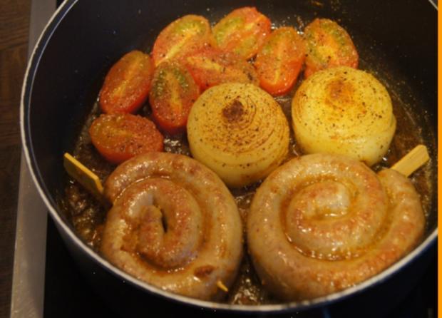 Fränkische Bratwurstschnecke mit Currysauce und Beilagen - Rezept - Bild Nr. 135