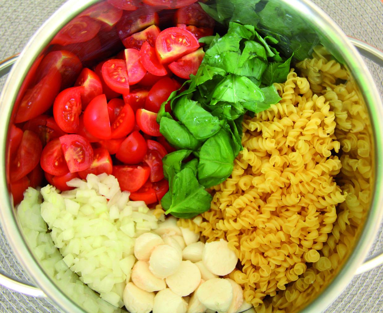one pot pasta tomate mozzarella rezept. Black Bedroom Furniture Sets. Home Design Ideas