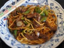 Chinesische Nudeln im Wok mit Rindfleisch. Paprika und Zwiebeln - Rezept - Bild Nr. 236