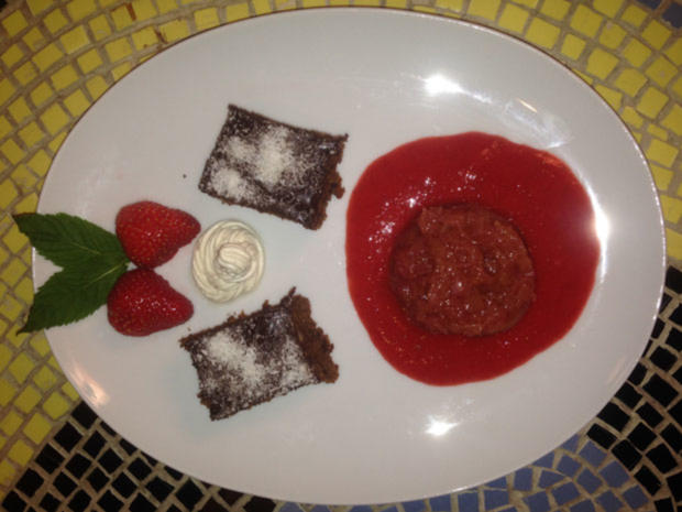 Süßkartoffel-Brownie mit Rhabarber an Beerenspiegel - Rezept - Bild Nr. 260