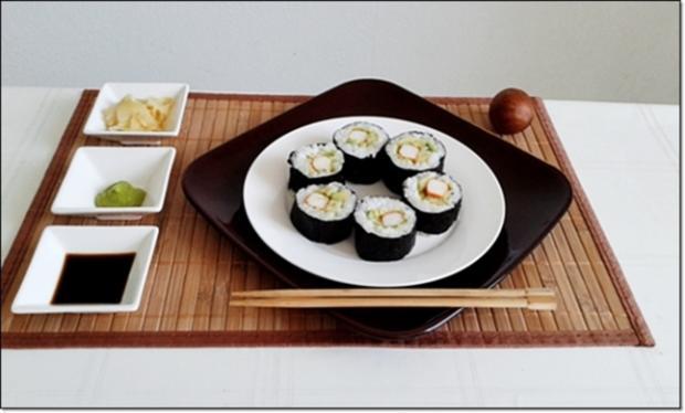 Sushi mit Surimi, Avocado und Gurke gefüllt - Rezept - Bild Nr. 1691