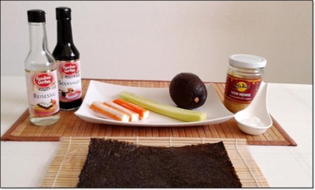 Sushi mit Surimi, Avocado und Gurke gefüllt - Rezept - Bild Nr. 1696