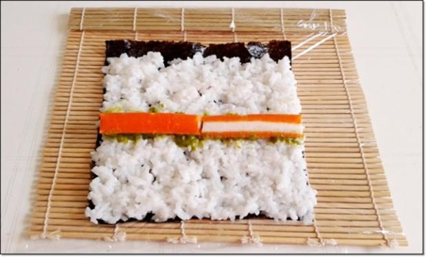 Sushi mit Surimi, Avocado und Gurke gefüllt - Rezept - Bild Nr. 1703
