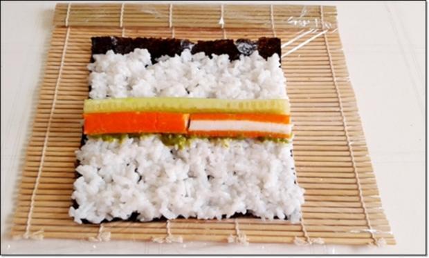 Sushi mit Surimi, Avocado und Gurke gefüllt - Rezept - Bild Nr. 1704