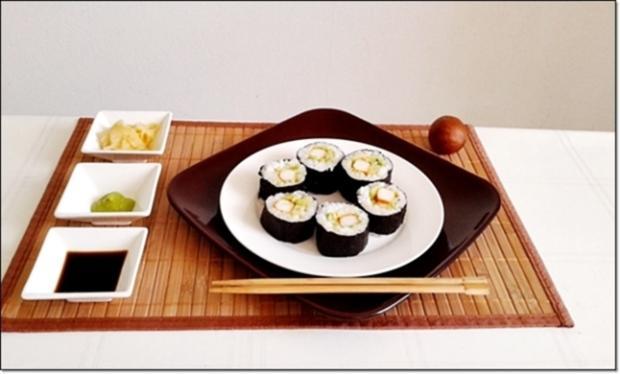 Sushi mit Surimi, Avocado und Gurke gefüllt - Rezept - Bild Nr. 1715