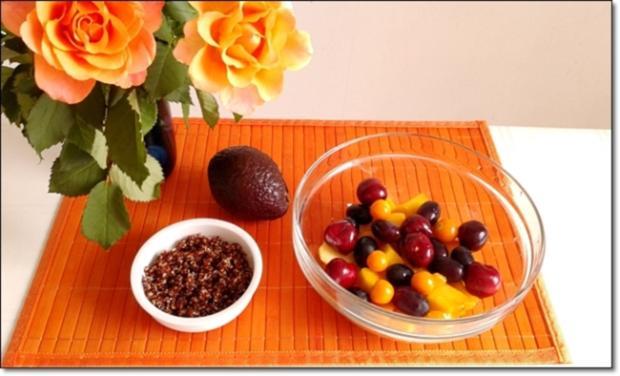 Ein sommerlicher Salat aus verschiedenen Obstsorten mit Quinoa - Rezept - Bild Nr. 1703