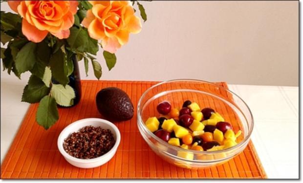 Ein sommerlicher Salat aus verschiedenen Obstsorten mit Quinoa - Rezept - Bild Nr. 1705