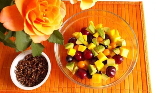 Ein sommerlicher Salat aus verschiedenen Obstsorten mit Quinoa - Rezept - Bild Nr. 1707