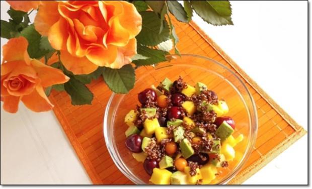 Ein sommerlicher Salat aus verschiedenen Obstsorten mit Quinoa - Rezept - Bild Nr. 1710