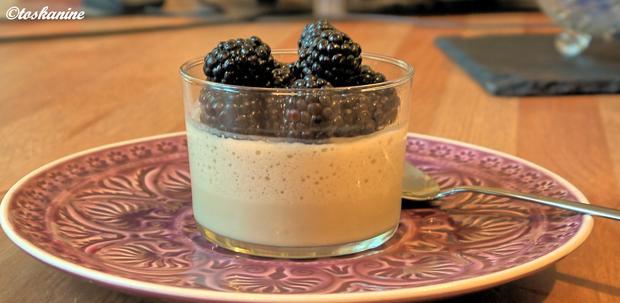 Weiße Schokoladen-Süßholz-Mousse mit marinierten Brombeeren - Rezept - Bild Nr. 326