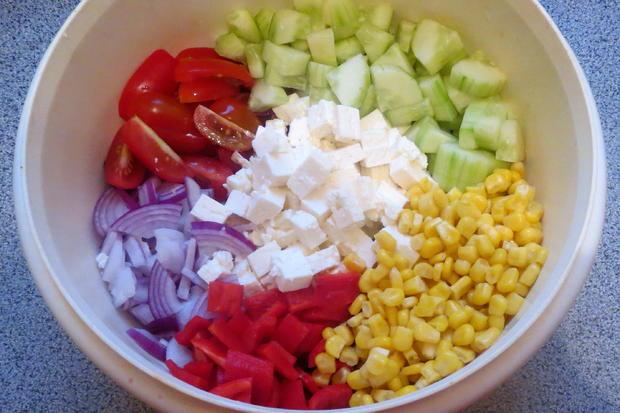 Salat: Bunter Salat mit Joghurt-Dressing - Rezept - Bild Nr. 319