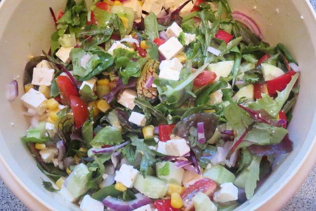 Salat: Bunter Salat mit Joghurt-Dressing - Rezept - Bild Nr. 320