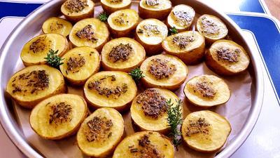 Rezept: Herzhafte Kartoffeln vom Backblech ...