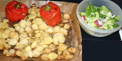 Gefüllte Paprika mit Bratkartoffeln im Backofen zubereitet - Rezept - Bild Nr. 354