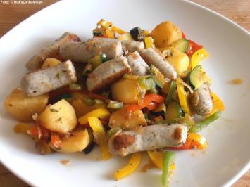 Rezept: Bunte Kartoffelpfanne mit Bratwürstchen
