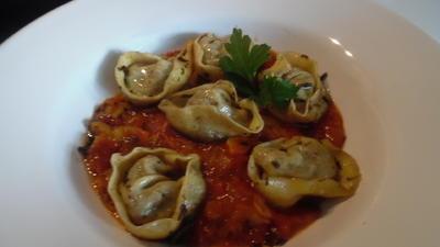 Rezept: Tortellinis mit Pilzfüllung auf Tomaten-Mango-Sugo