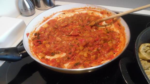 Tortellinis mit Pilzfüllung auf Tomaten-Mango-Sugo - Rezept - Bild Nr. 444