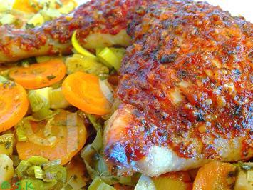 Rezept: Geflügel - Hähnchenschenkel auf pikantem Schmorgemüse