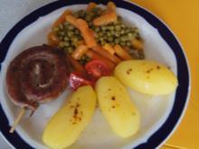 Fränkische Bratwurstschnecke mit Erbsen und Möhren und Kartoffeln - Rezept - Bild Nr. 539