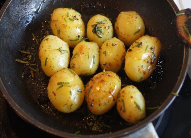 Hähnchenbrustfilet mit Curry-Tomaten-Bohnen Gemüse und angebratenen Rosmarin-Drillingen - Rezept - Bild Nr. 557