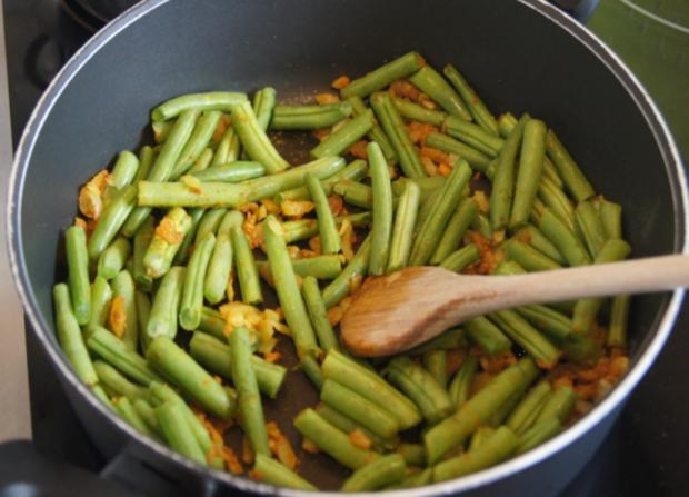 Hähnchenbrustfilet mit Curry-Tomaten-Bohnen Gemüse und angebratenen Rosmarin-Drillingen - Rezept - Bild Nr. 560