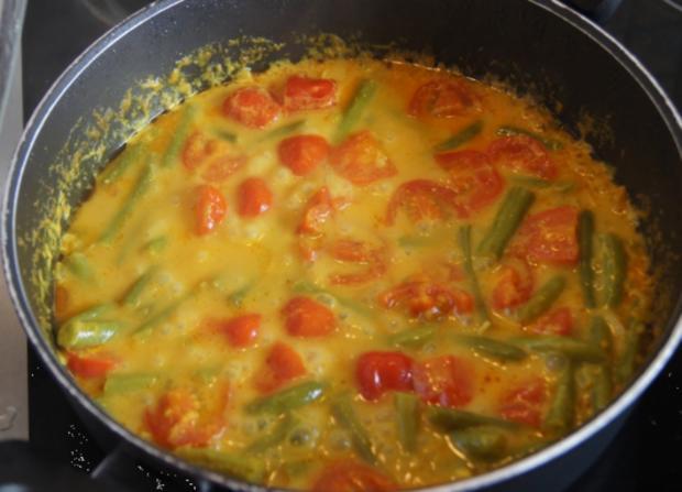 Hähnchenbrustfilet mit Curry-Tomaten-Bohnen Gemüse und angebratenen Rosmarin-Drillingen - Rezept - Bild Nr. 563