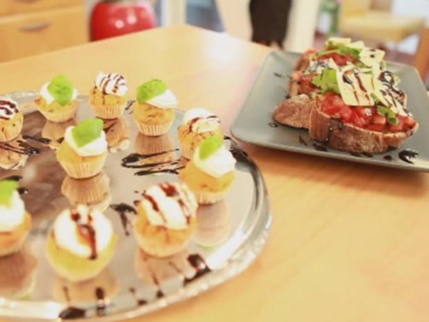 herzhafte sommerparty snacks mini cupcakes 39 provencal 39 und bruschetta mit parmesan rezept mit. Black Bedroom Furniture Sets. Home Design Ideas