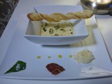 Parmesancremesüppchen mit Bärlauch-Gnocchi-Bonbons und Parmaschinken-Chips - Rezept - Bild Nr. 586