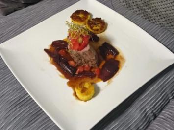 Kalbsfiletmedaillons an Rotweinjus mit Tomaten-Tatar und gebratener Rosmarinpolenta - Rezept - Bild Nr. 586
