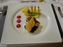 Branzinofilet auf Safran-Kartoffelpüree, Spinat und Spargel an Champagneersauce - Rezept - Bild Nr. 586