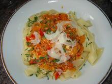 Tagliatelle an Paprika-Rahmsoße mit Hüttenkäse - Rezept - Bild Nr. 588
