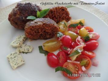 Rezept: Gefüllte Hacksteaks mit Tomaten-Salat
