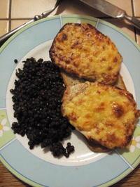 überbackenes Minuten Steak auf Brot an Belugalinsen - Rezept - Bild Nr. 738