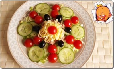 Eisbergsalat mit Thunfisch, Tomaten,  Gurken  und …. - Rezept - Bild Nr. 737