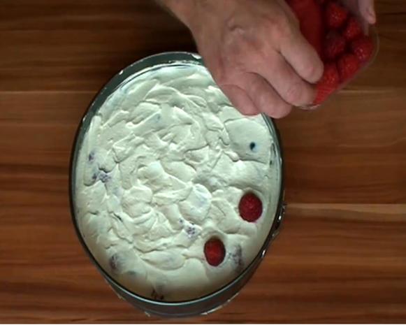 Mazu12-Knuspertorte mit Cornflakes und frischen Früchten - Rezept - Bild Nr. 866