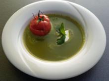 Basilikumschaumsuppe mit Tomate und Mozzarella - Rezept - Bild Nr. 1018