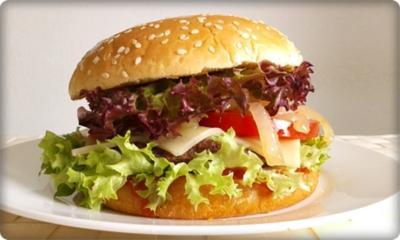 Rezept: XXL Burger  mit Lollo Rosso Salat und....nach Art des Hauses