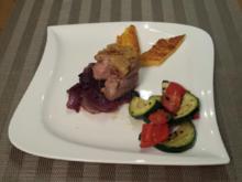 Schweinefilet mit Pinienkernkruste, mediterranem Gemüse und Polenta - Rezept - Bild Nr. 1018