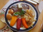 Rumsteak mit Zwiebeln, Mandelbällchen und Snackpaprikas - Rezept - Bild Nr. 1081