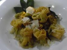 """""""Pasta-Bonbons"""" mit Spinat-Ricotta-Füllung in Salbei-Butter - Rezept - Bild Nr. 1319"""