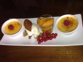 Zweierlei an Creme Brulee mit Honigtalern, Matcha-Tee-Steuseln, und Aprikosenragout - Rezept - Bild Nr. 1344