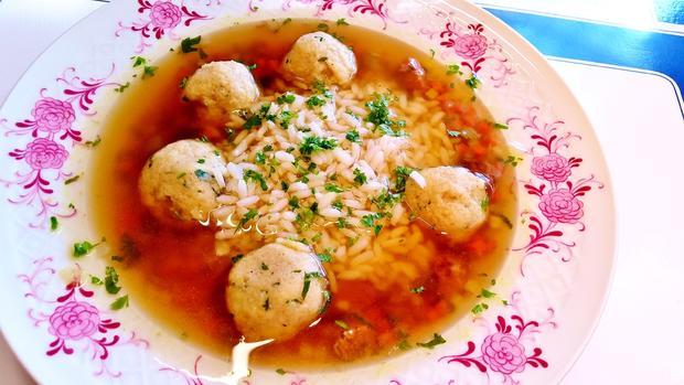 Klare Ochsenschwanzsuppe mit Markklößchen** und Reis - Rezept - Bild Nr. 1418