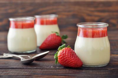 Rezept: LowCarb Panna Cotta mit Erdbeersauce