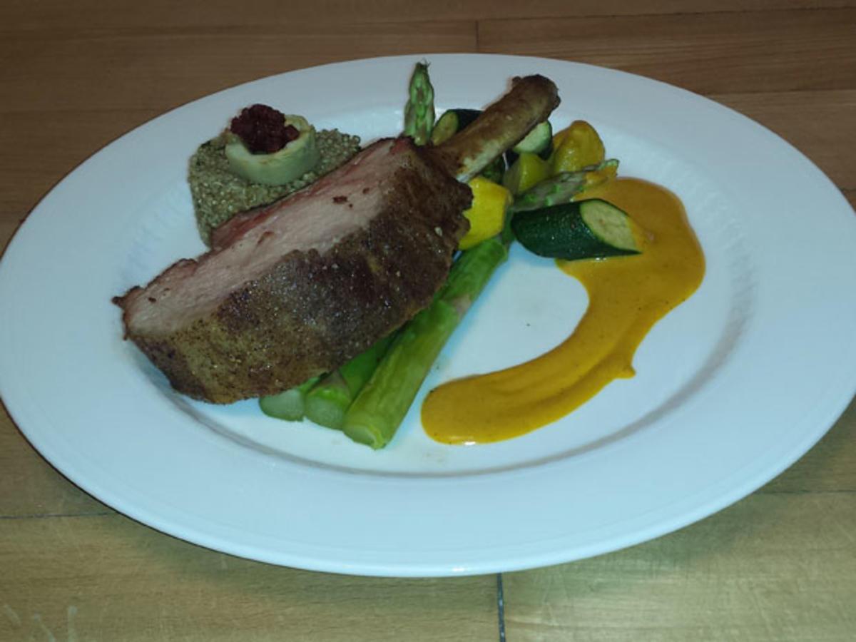 Ibericorücken mit Quinoa, Artischockenböden, Gemüse und Safran-Chorizosoße - Rezept Eingereicht von Das perfekte Dinner