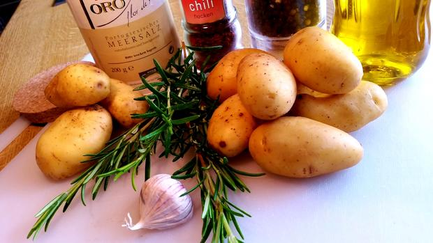 Kartoffelspalten vom Backblech ... - Rezept - Bild Nr. 1541